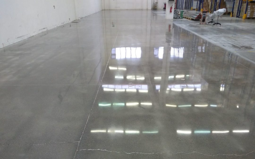 Grinding and polishing service on concrete floor – Treviso, Italy